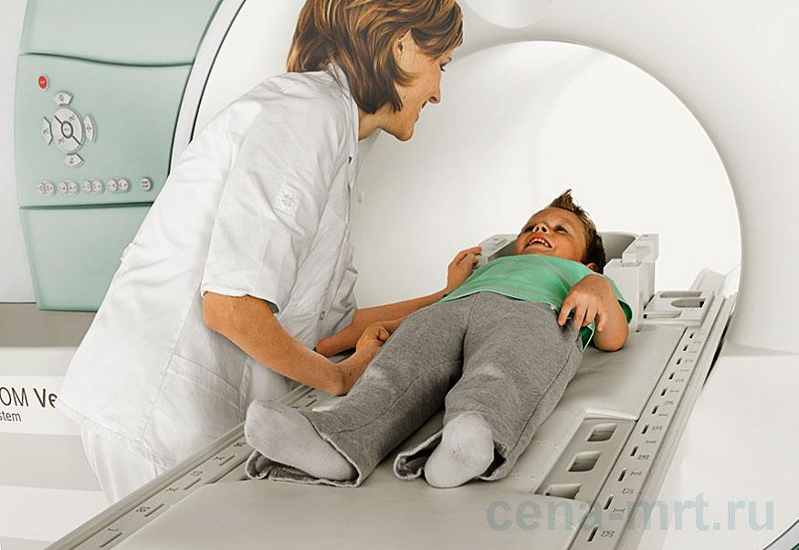 Ребенок проходит МРТ-сканирование на томографе Siemens MAGNETOM Verio (3 Тесла)